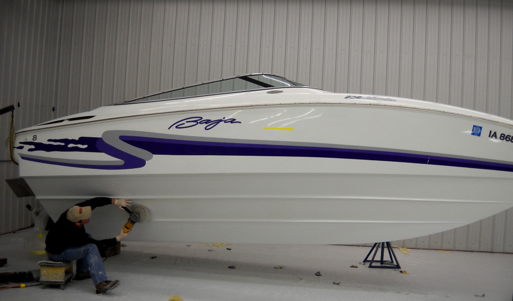 Gelcoat and fiberglass boat repair and  Insurance repair center for the Cedar Rapids, Iowa City, Wisconsin, Prairie Du Chien, Des Moines, Cedar Valley, Waterloo, Cedar Falls, Mississippi areas