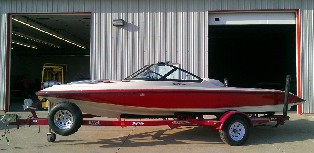Fiberglass boat repair in Cedar Rapids, Iowa City, Wisconsin, Prairie Du Chien, Des Moines, Cedar Valley, Waterloo, Cedar Falls